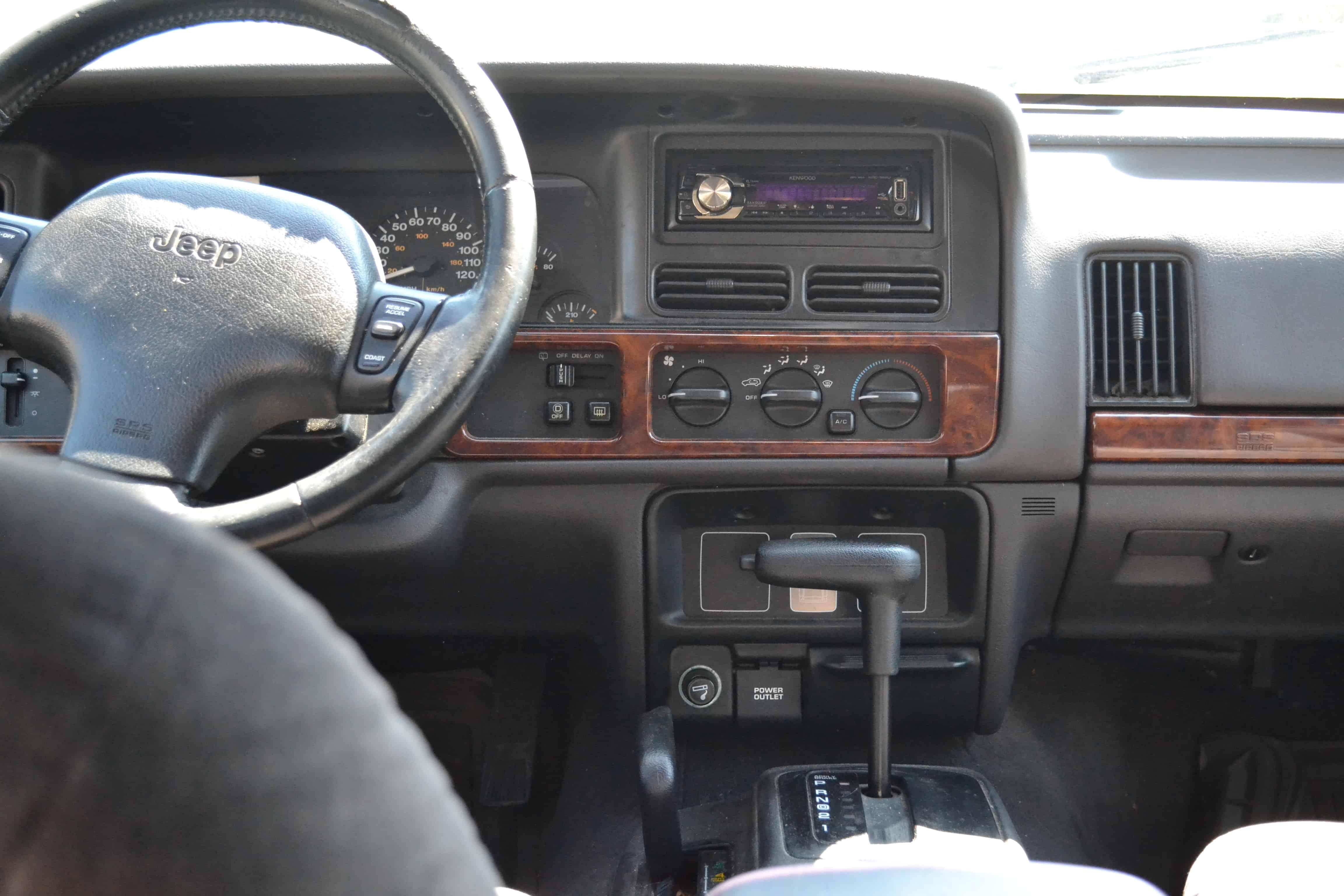 1997 Jeep Grand Cherokee Laredo Dashboard