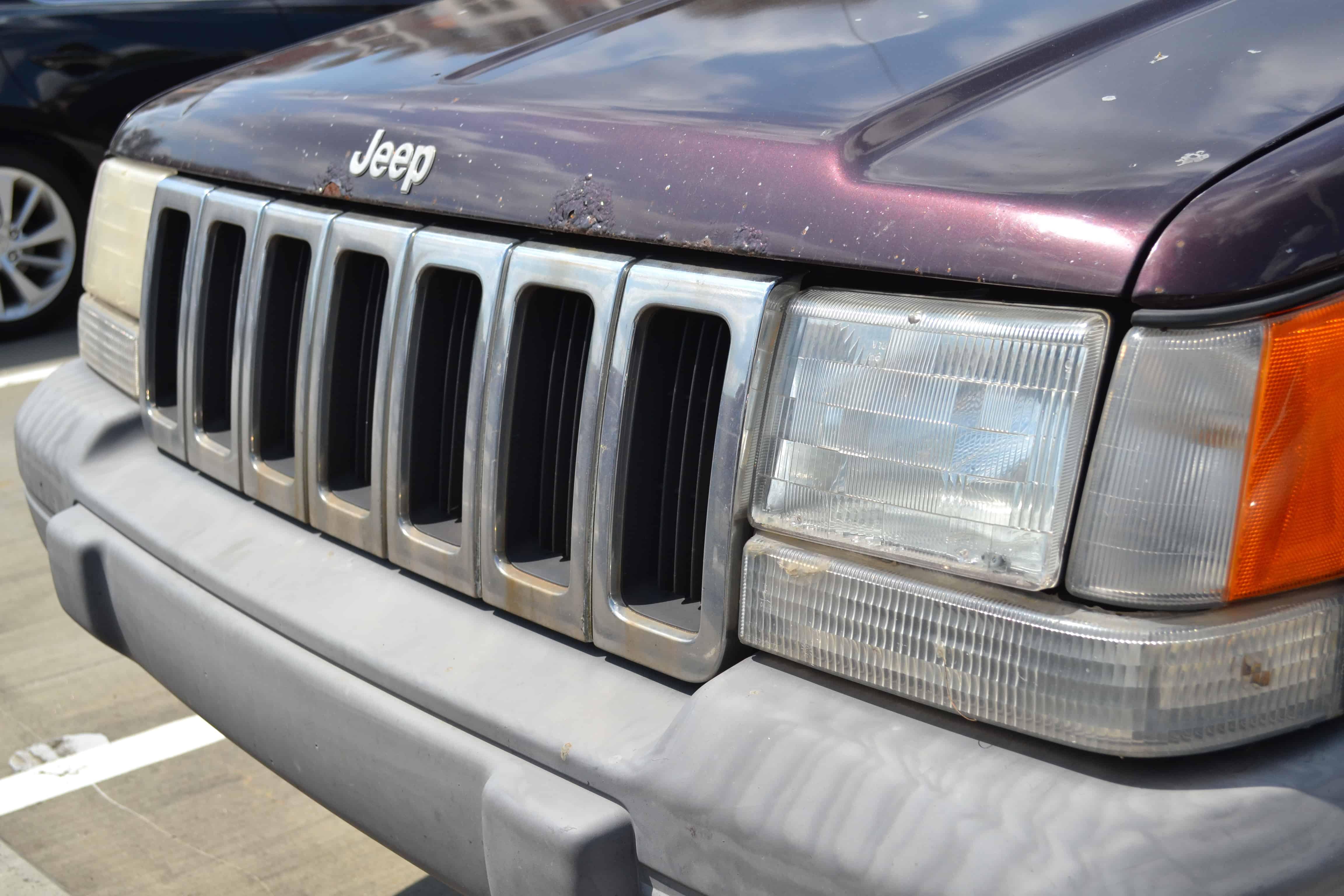 1997 Jeep Grand Cherokee Laredo Grill